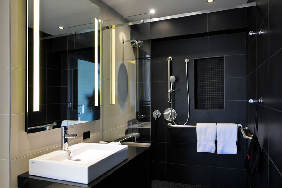 Hercor Hotel Lobby Bathroom